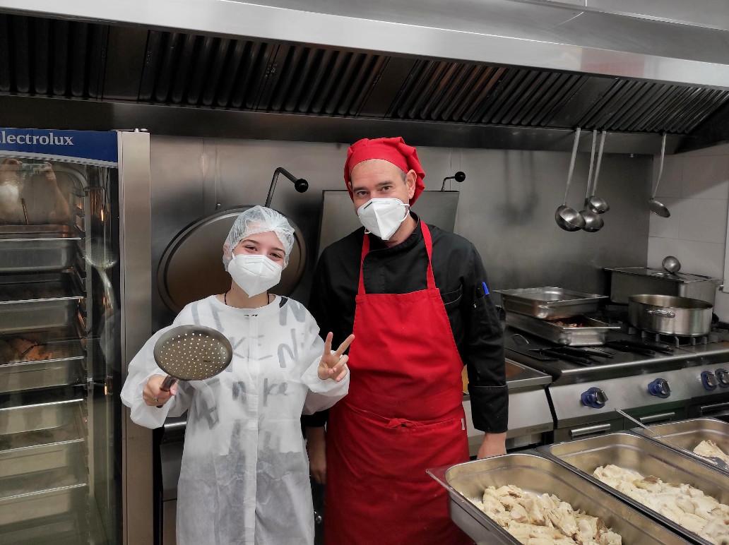 Fran-y-Eva-Visita-a-la-cocina