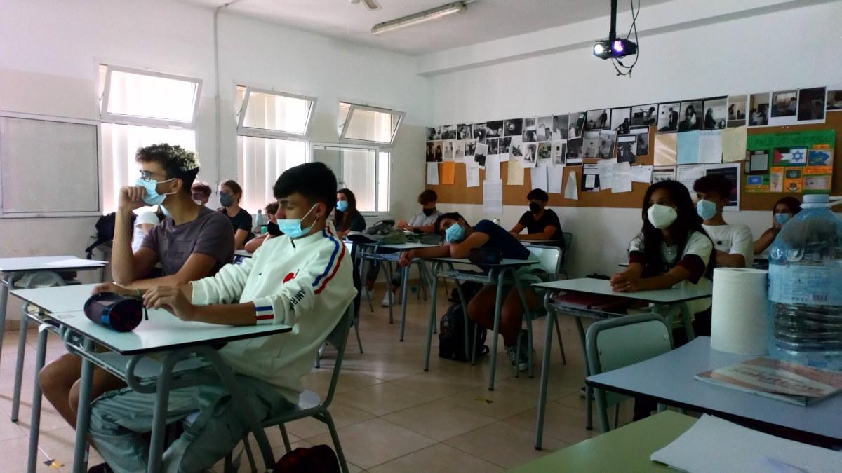 Alumnos de primere durante la videoconferencia