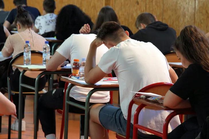 Alumnado en la prueba de la ebau